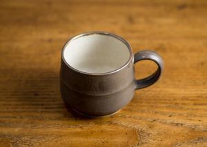 掛分けコーヒーカップ(外茶内白)(マグカップ)/鈴木美佳子