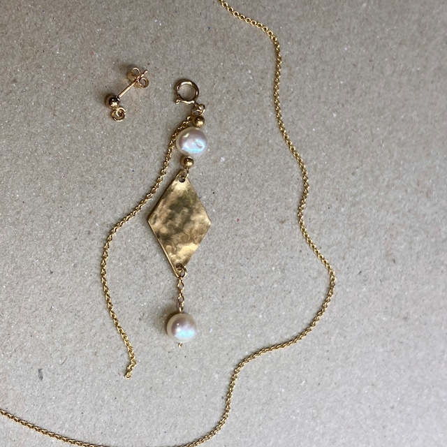 パールとハンマーダイヤの3-wayアクセサリー(ネックレス,ピアス/イヤリング,チャーム)