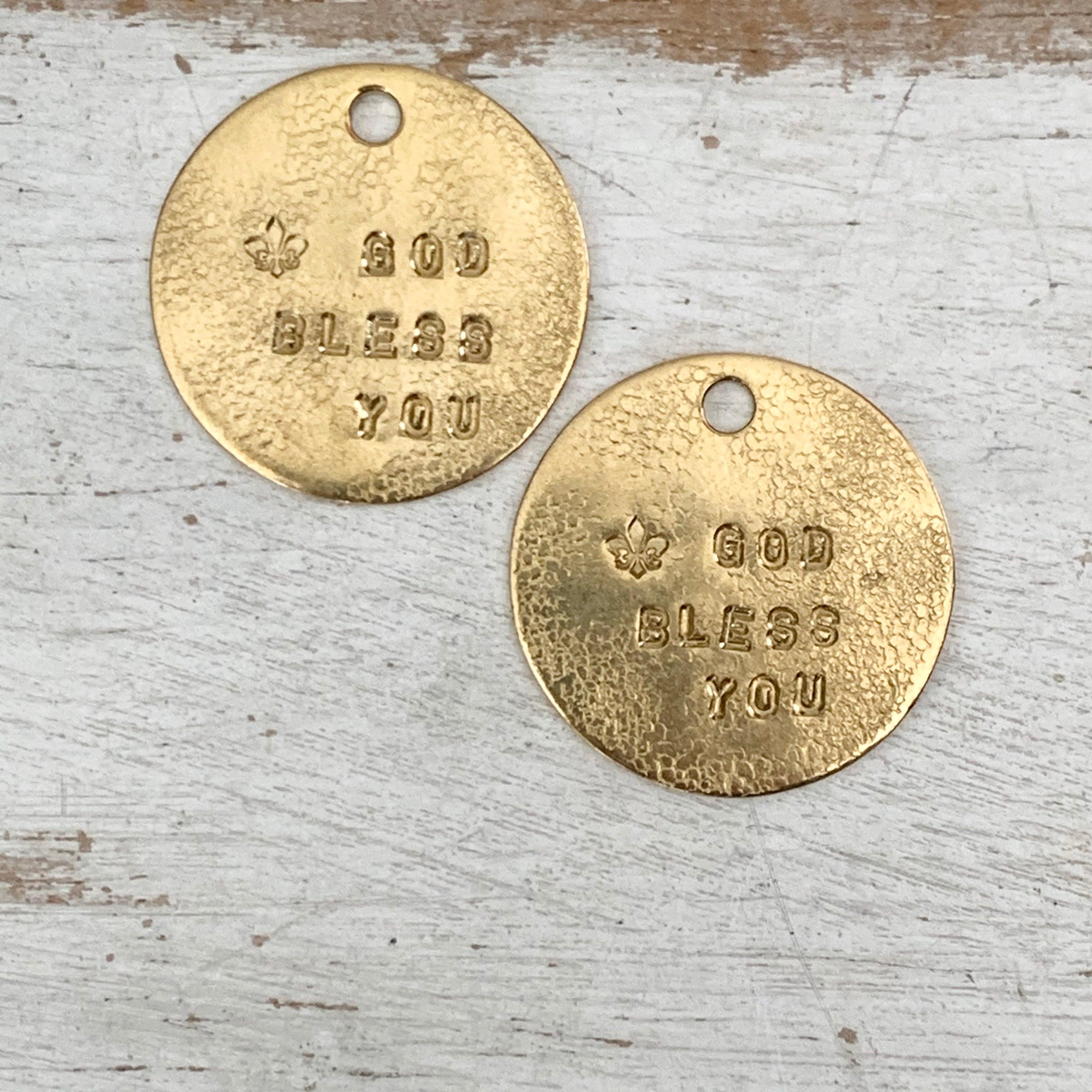 真鍮のペンダント・ラッキーチャーム(GOD BLESS YOU)(直径約27mm)【ネコポス発送可能】