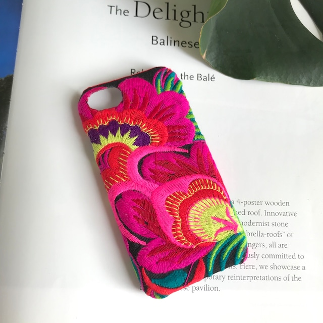 モン族の花刺繍iPhoneケース