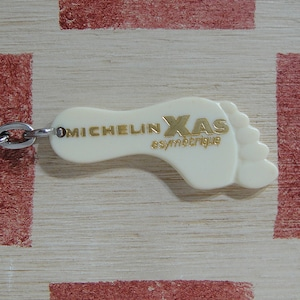 フランス MICHELIN[ミシュラン]XAS非対称タイヤ広告 足形ヴィンテージキーホルダー