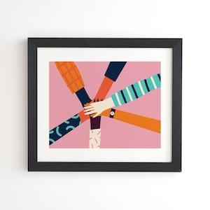 フレーム入りアートプリント HOLDING HANDS CIRCLE BY TASIANIA【受注生産品: 11月下旬頃入荷分 オーダー受付中】