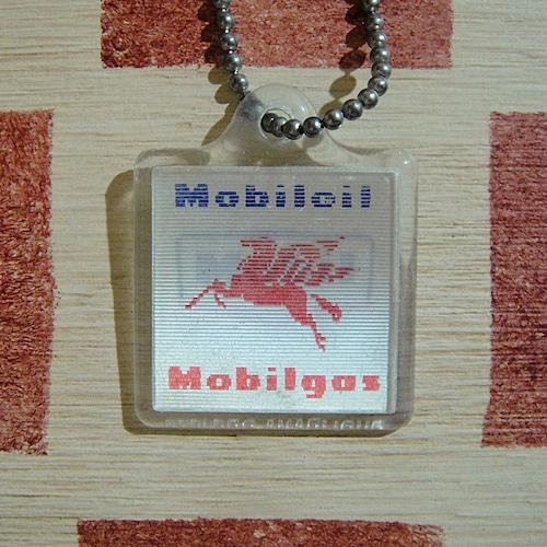 アメリカ Mobill[モービル] ガソリンスタンド ペガサス フランスキーホルダー/レンチキュラータイプ
