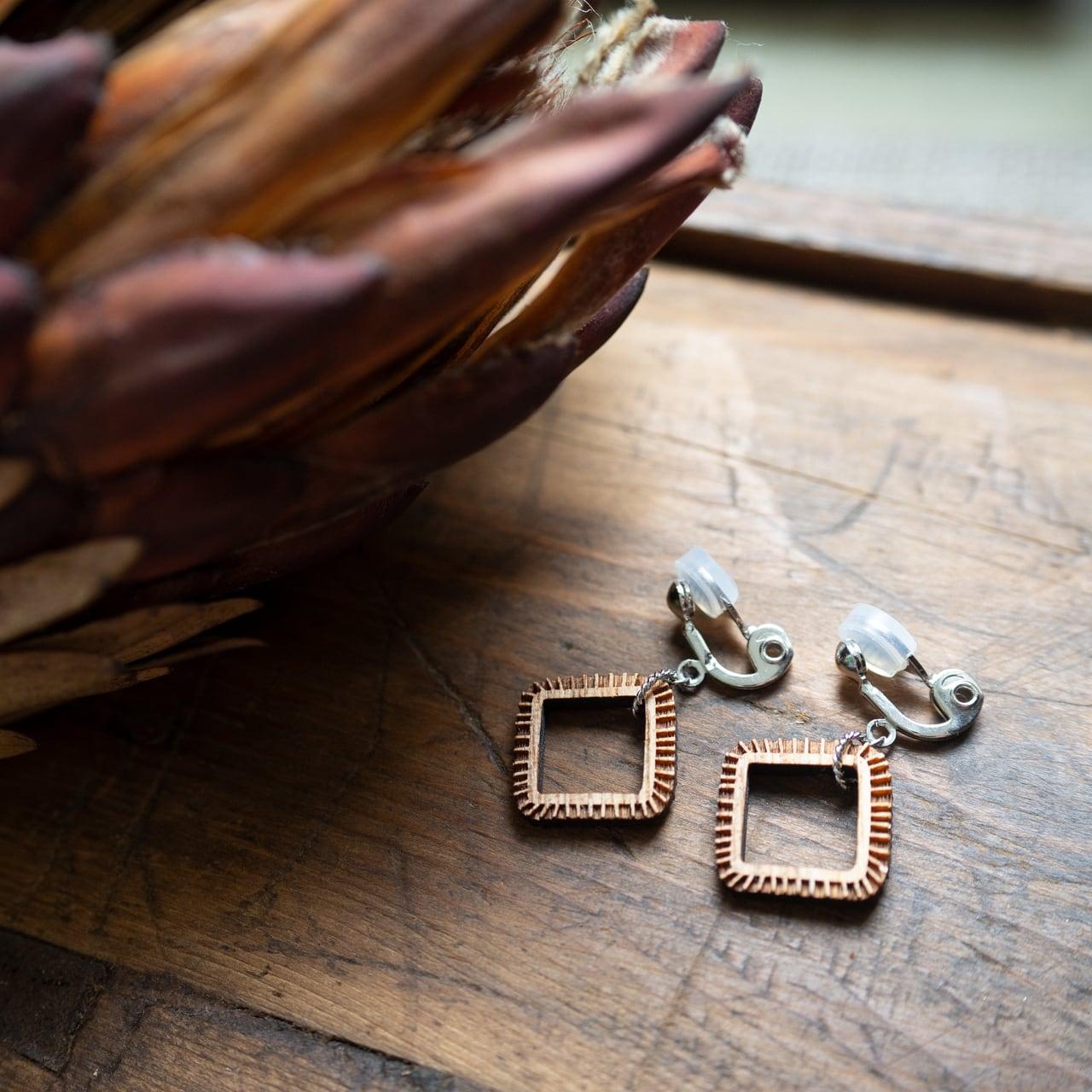wonky square / 歪んだ四角(Pierced Earring Hang)