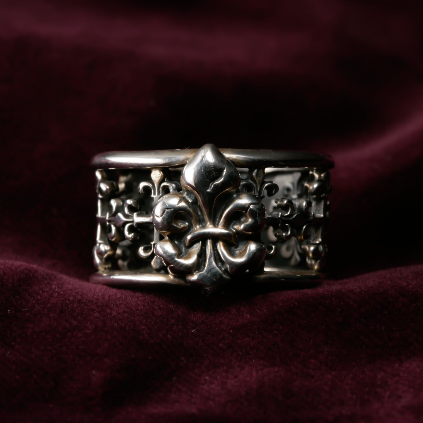 Open Work Lily Motif with Lily Object Ring