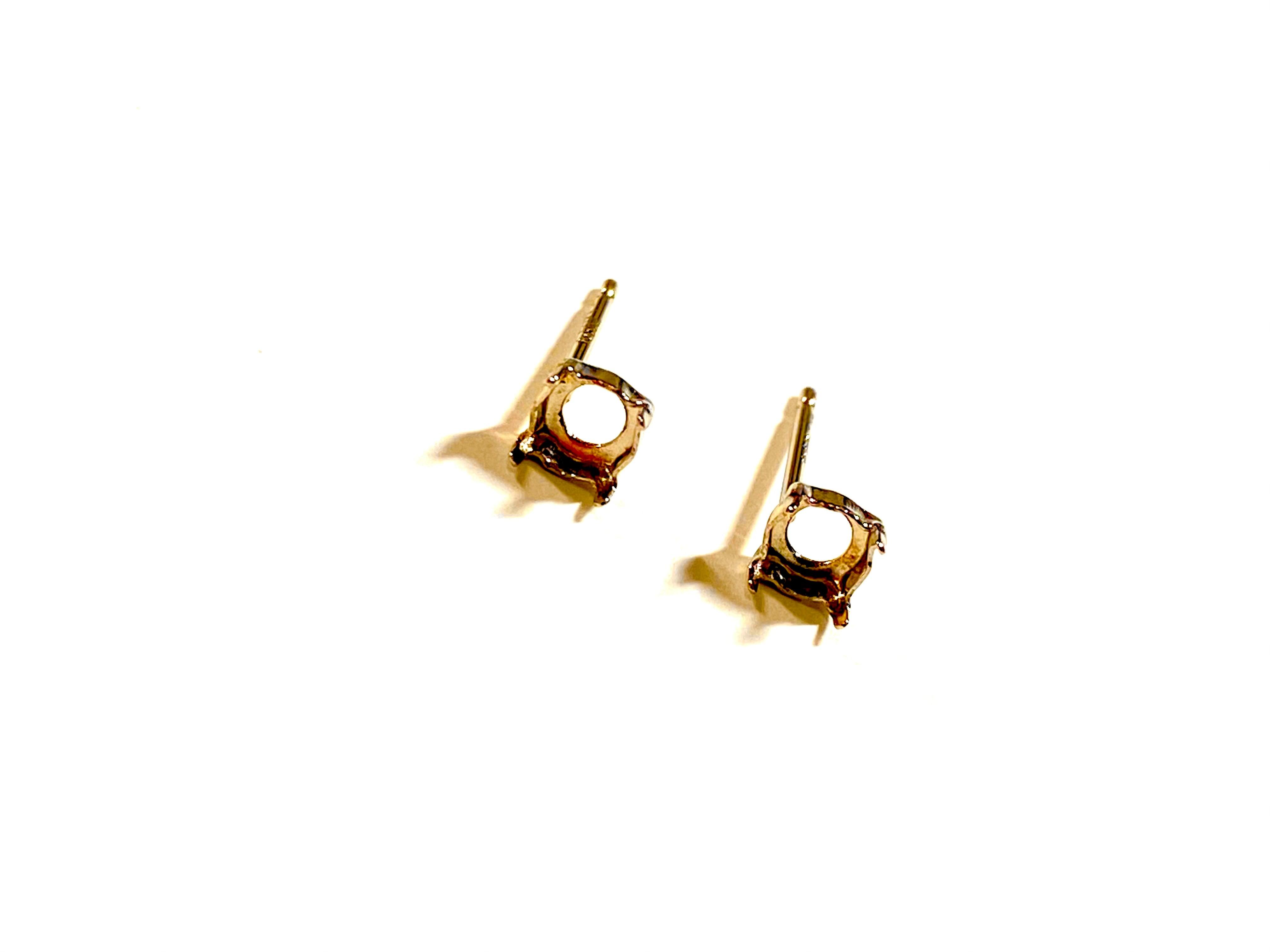 【K10YG】『タテヨコ4mm』 ラウンドカット対応ピアス空枠 [空枠No,42]