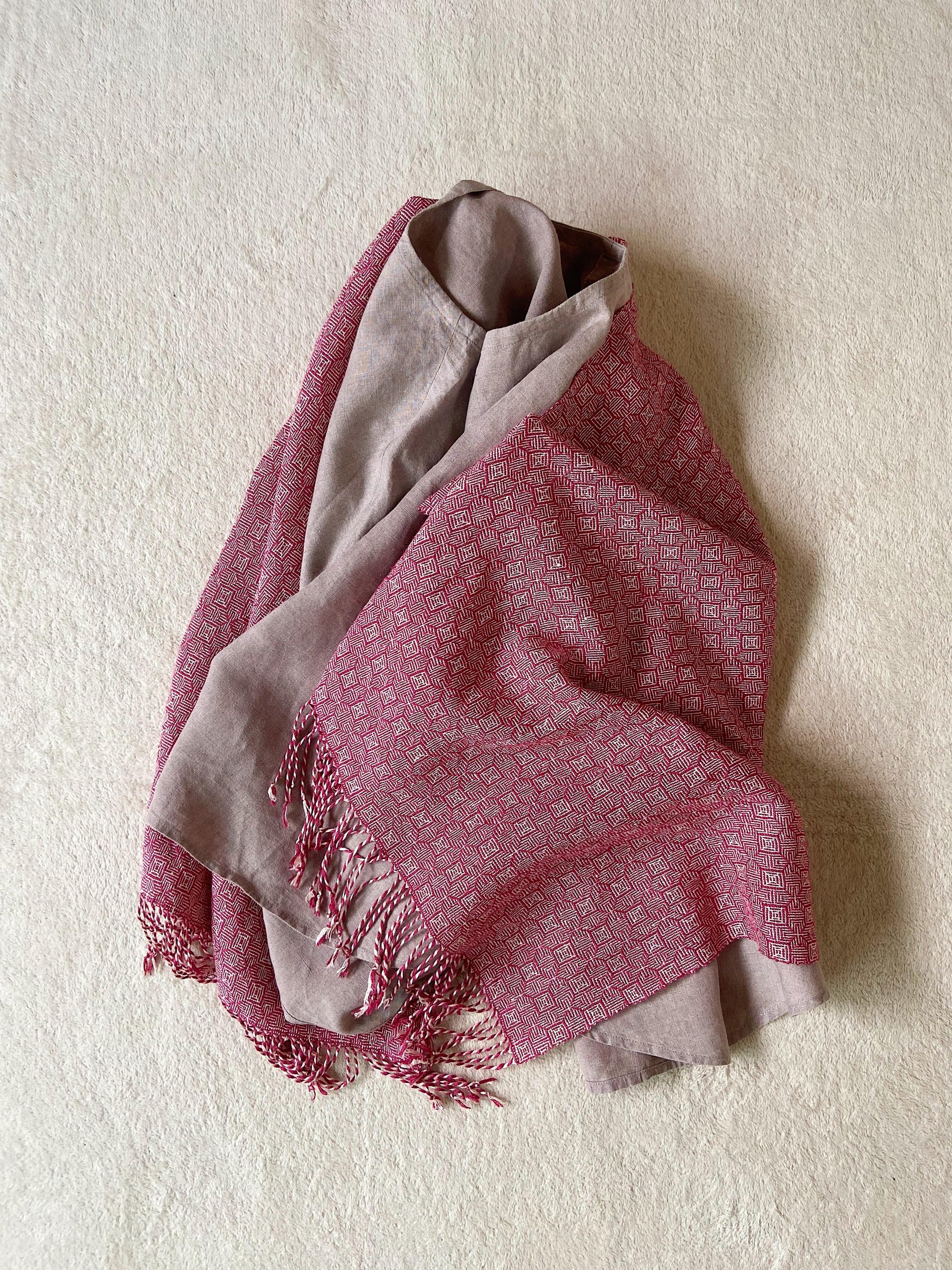 Hand-woven scarf / Bordeaux Clover  手織りシルクのショール ボルドークローバー