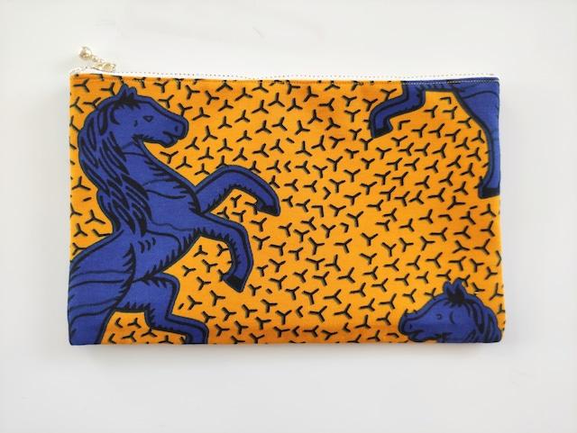 アフリカンファブリック ペタンコポーチ( 黄色地に青い馬 )