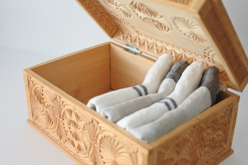 vintage wooden carved sewing box / ヴィンテージ 木彫りのソーイングボックス