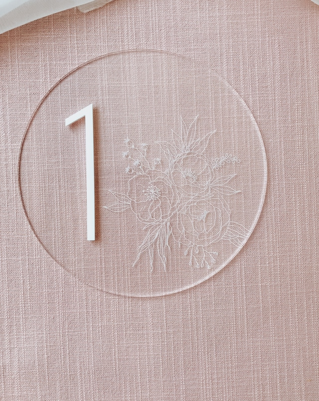 テーブルナンバー/ マンスリーボード /  丸 お花の彫刻
