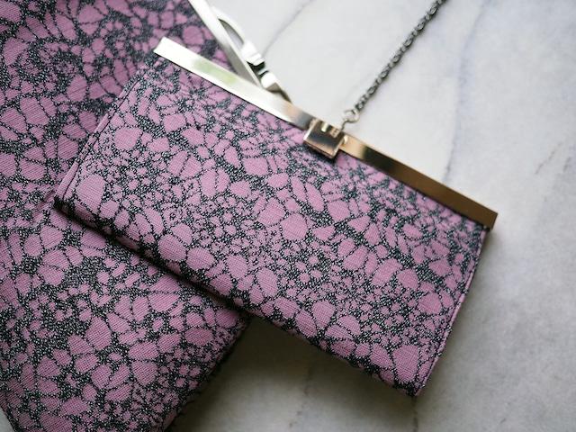 ラベンダーピンクに黒のレース模様の長財布(文鎮口金)ー ウールの着物から