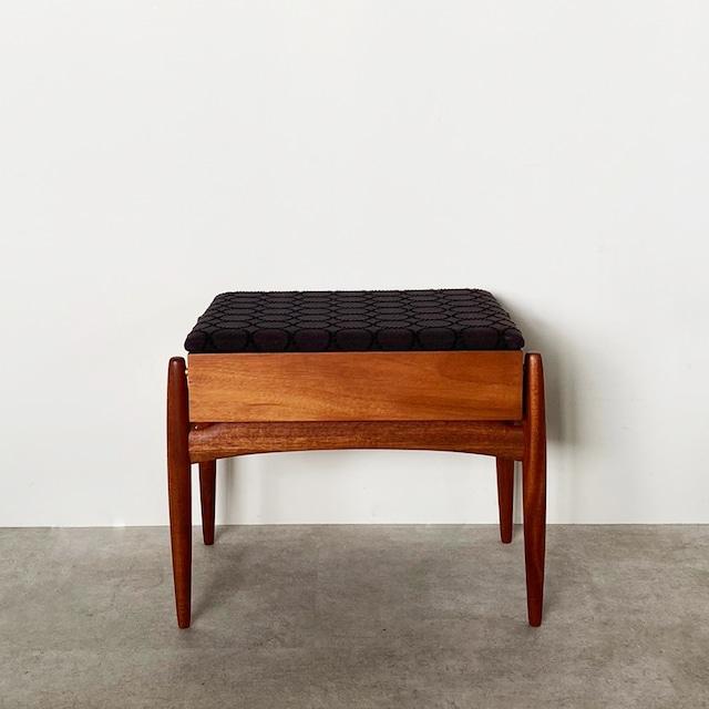 Foot stool / CH010