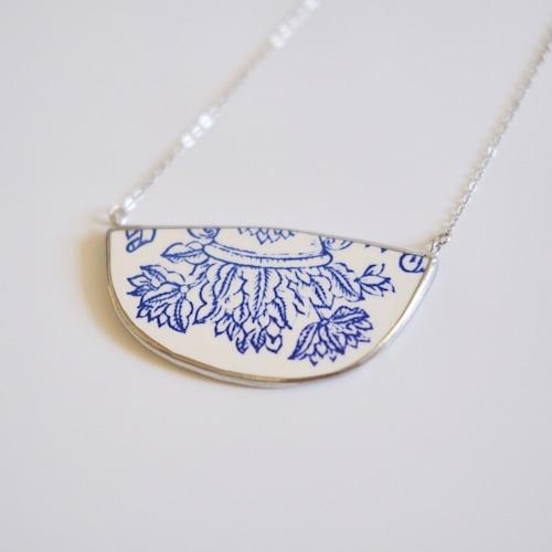 アンティーク陶器のネックレス