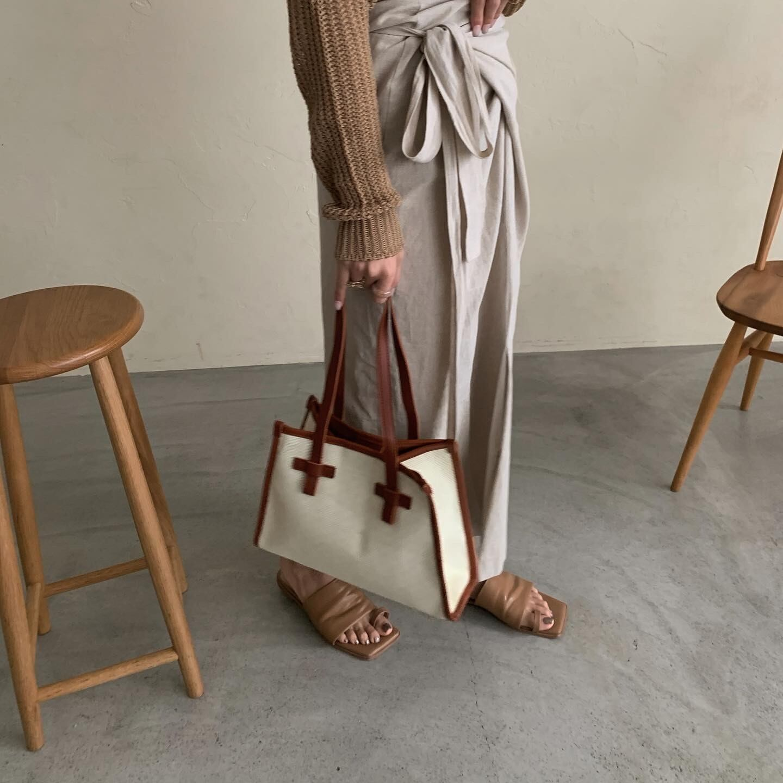 square contrast bag