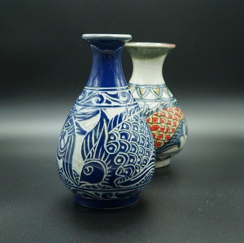 かき落とし魚紋の花瓶【金城陶器秀陶房】