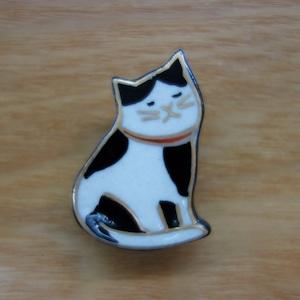 振り向き猫(帯留・ブローチ)