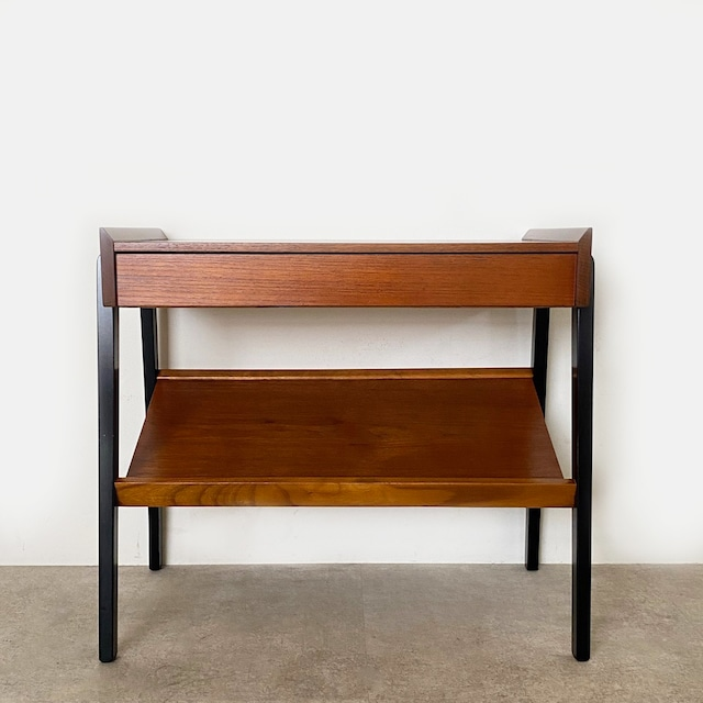 Side table with Magazine rack / TB025