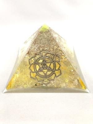 ピラミッド型オルゴナイト【シトリン・ゴールドルチル・水晶】