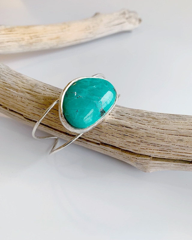 Turquoise silver bangle  /  on the beach      OBH-016