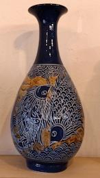線彫り魚紋の壷 【金城陶器秀陶房】