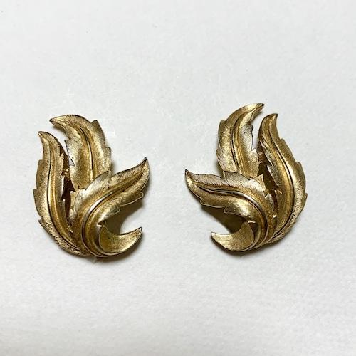 Vintage Trifari Gold Tone Leaves Design Earrings