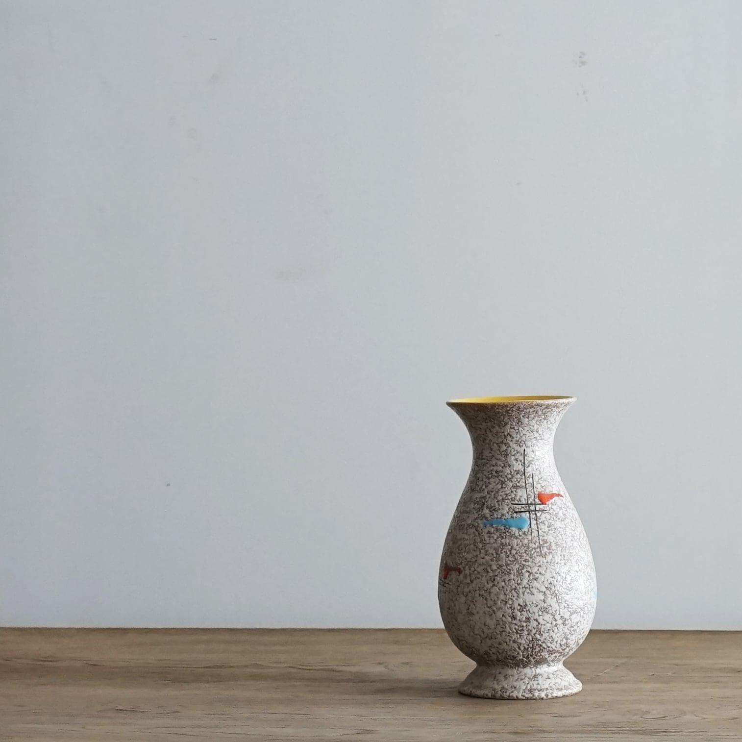 #06-08  Fat Lava Vintage flower vase