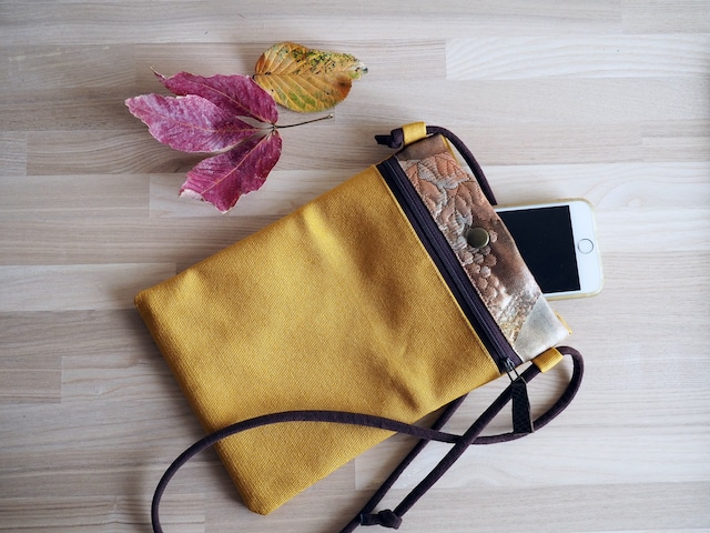 マスタード色の単衣帯と金茶のふくれ帯のサコッシュ