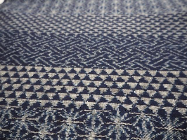 久留米絣・天然藍100% 手織り生地(四段柄) カット販売(1メートル単位)