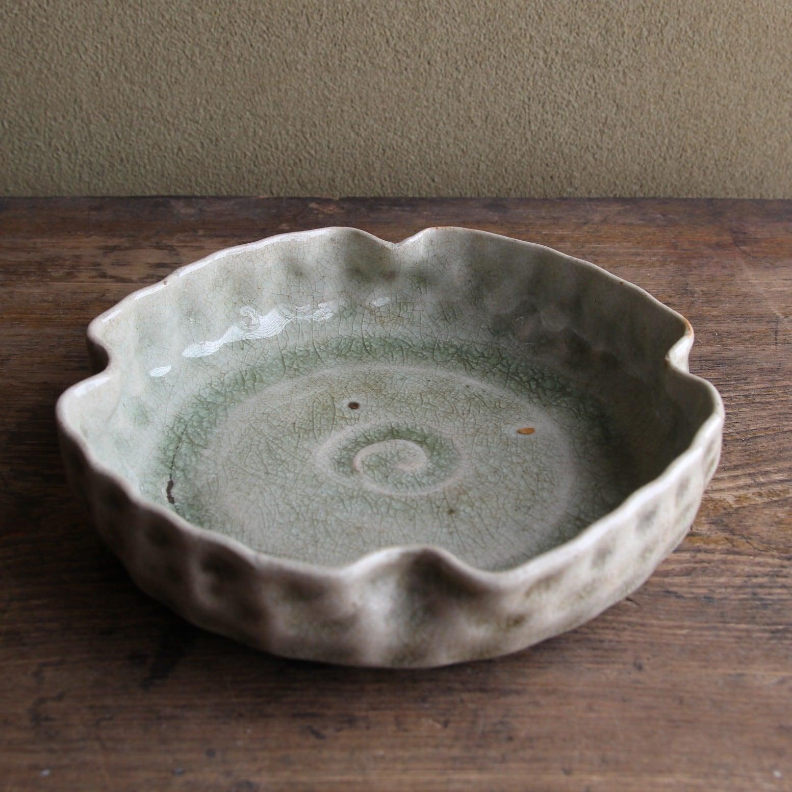 ビードロ釉 渦巻紋変形皿
