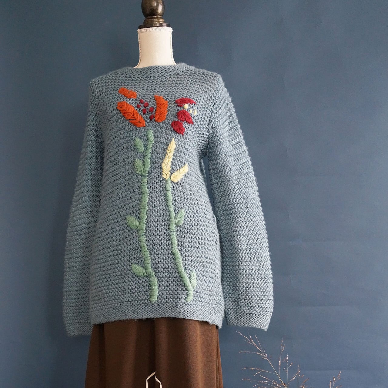 【送料無料】Blue Vintage Hand Knitted Pullover With Flower Embroidery
