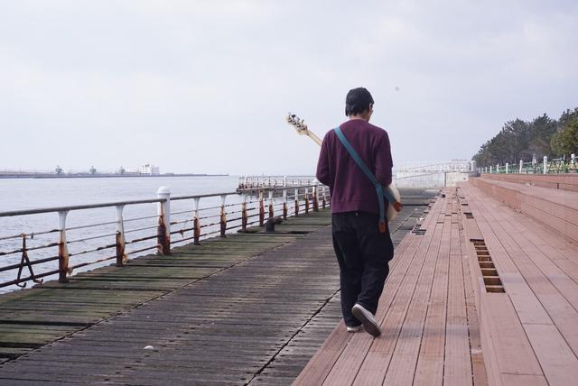 Qourrier【長さ調節を自在にしたギターストラップ】