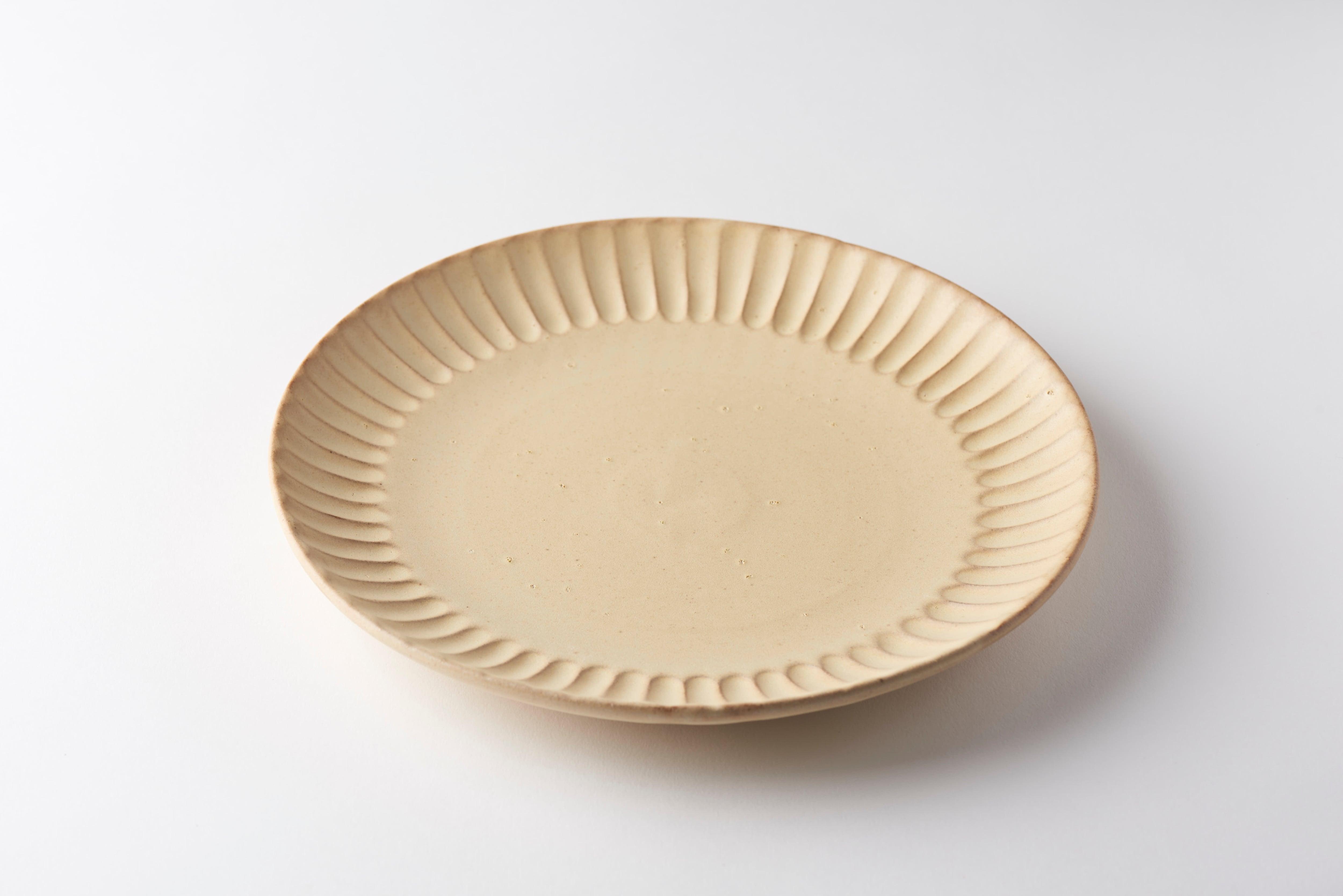 太しのぎ8寸皿(クリーム)