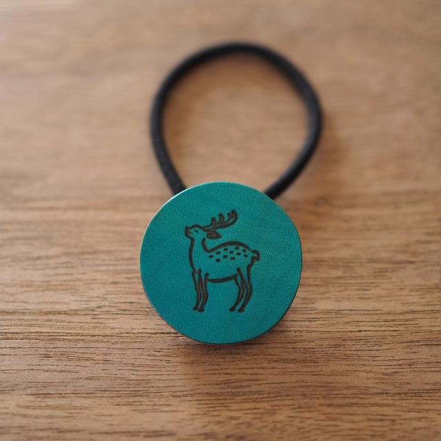 鹿の焼印ボタンゴム「丸」(水縹色 / MIZUHANADA IRO)