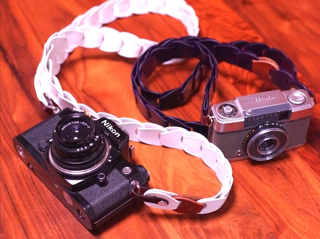 folklole mini / White【ウロコのようなカメラストラップ】