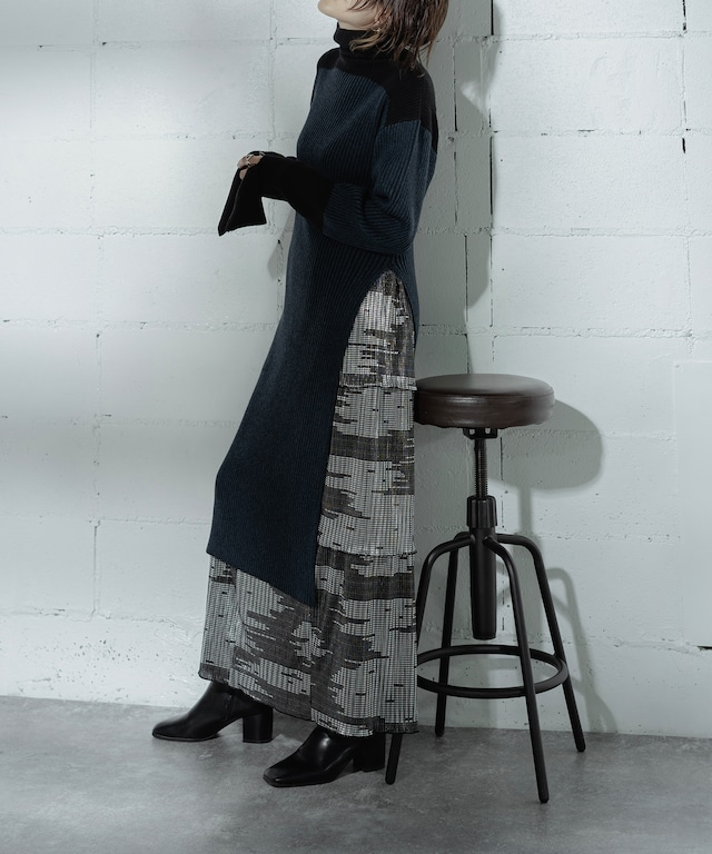 RIB TURTLE SLIT KNIT DRESS (BLACK)