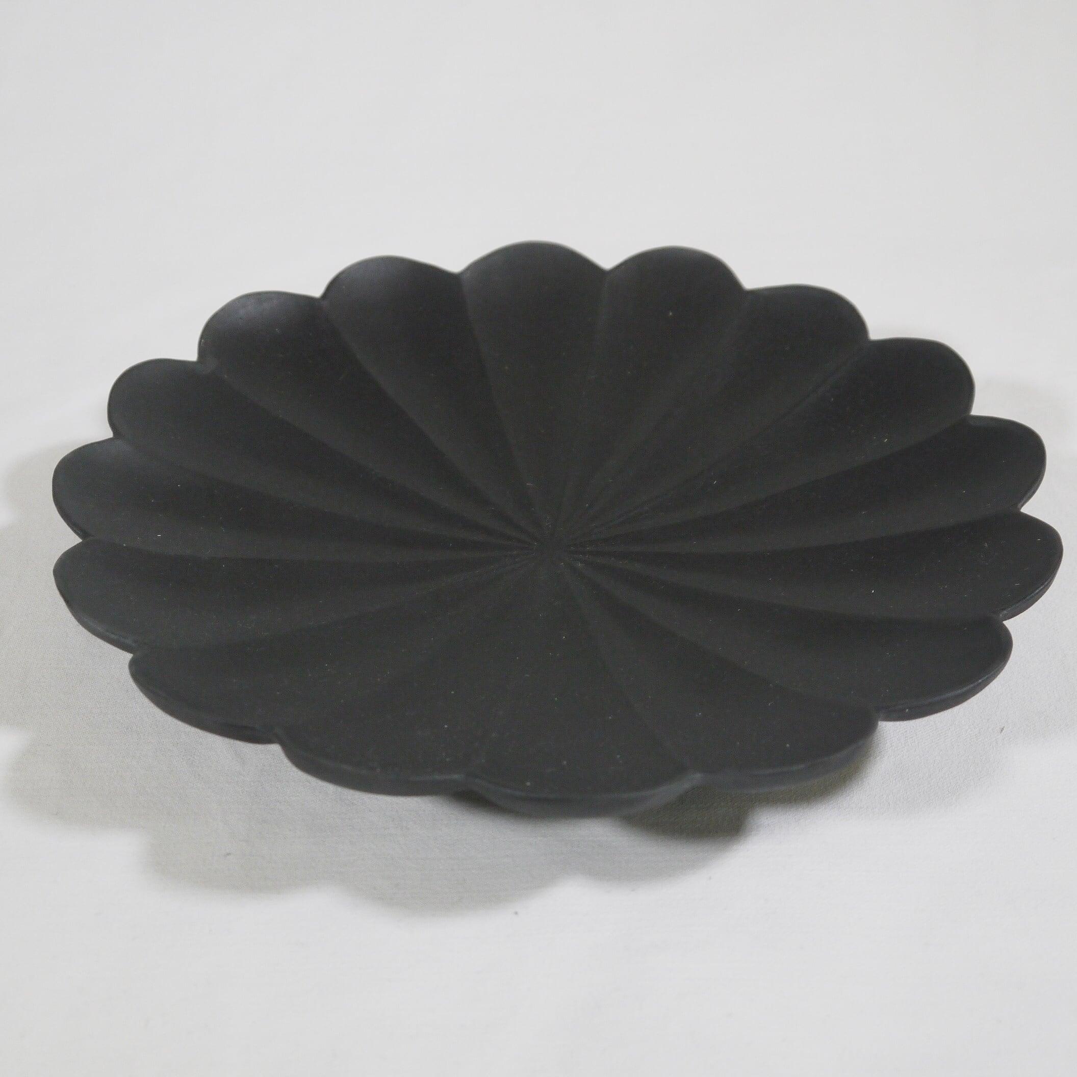 黒釉 輪花十六弁大鉢