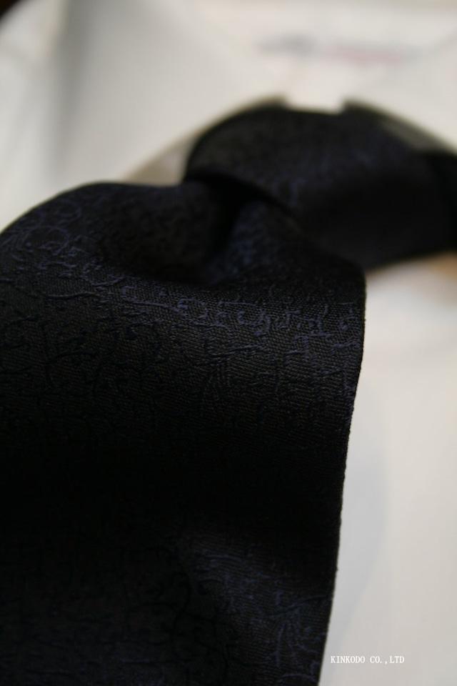 ダークネイビーの地模様ジャガードタイ イタリア老舗ネクタイメーカーALBENIアルベニ社製