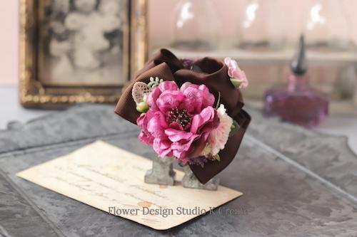 ホットピンクの薔薇とフリルローズのバンスクリップ 髪飾り ヘアクリップ ブラック 茶 結婚式 参列 フォーマル バラ お出掛け