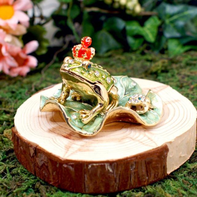 小さな宝石箱 王冠カエル