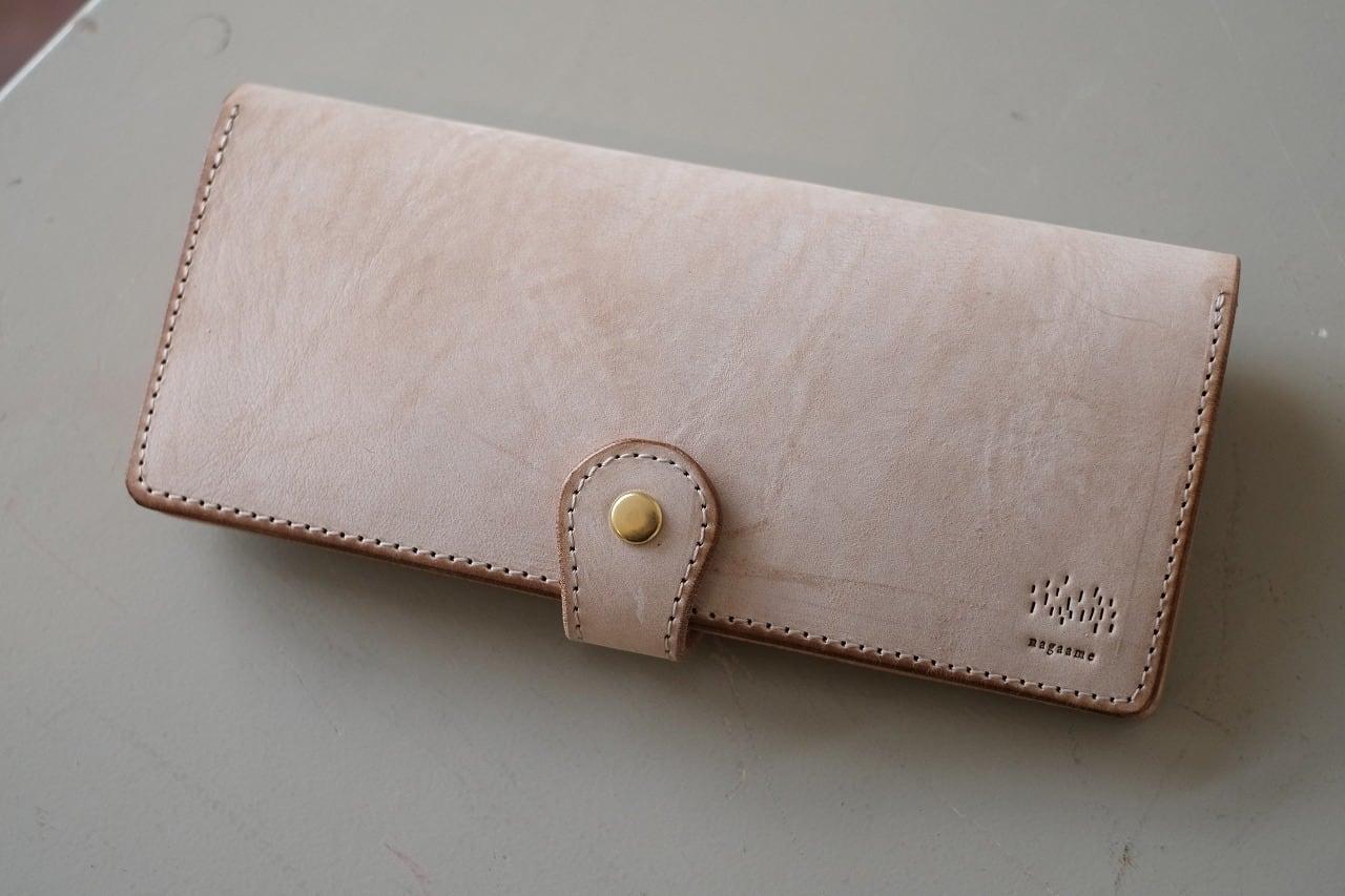 長雨の微妙に白い牛革の長財布 001