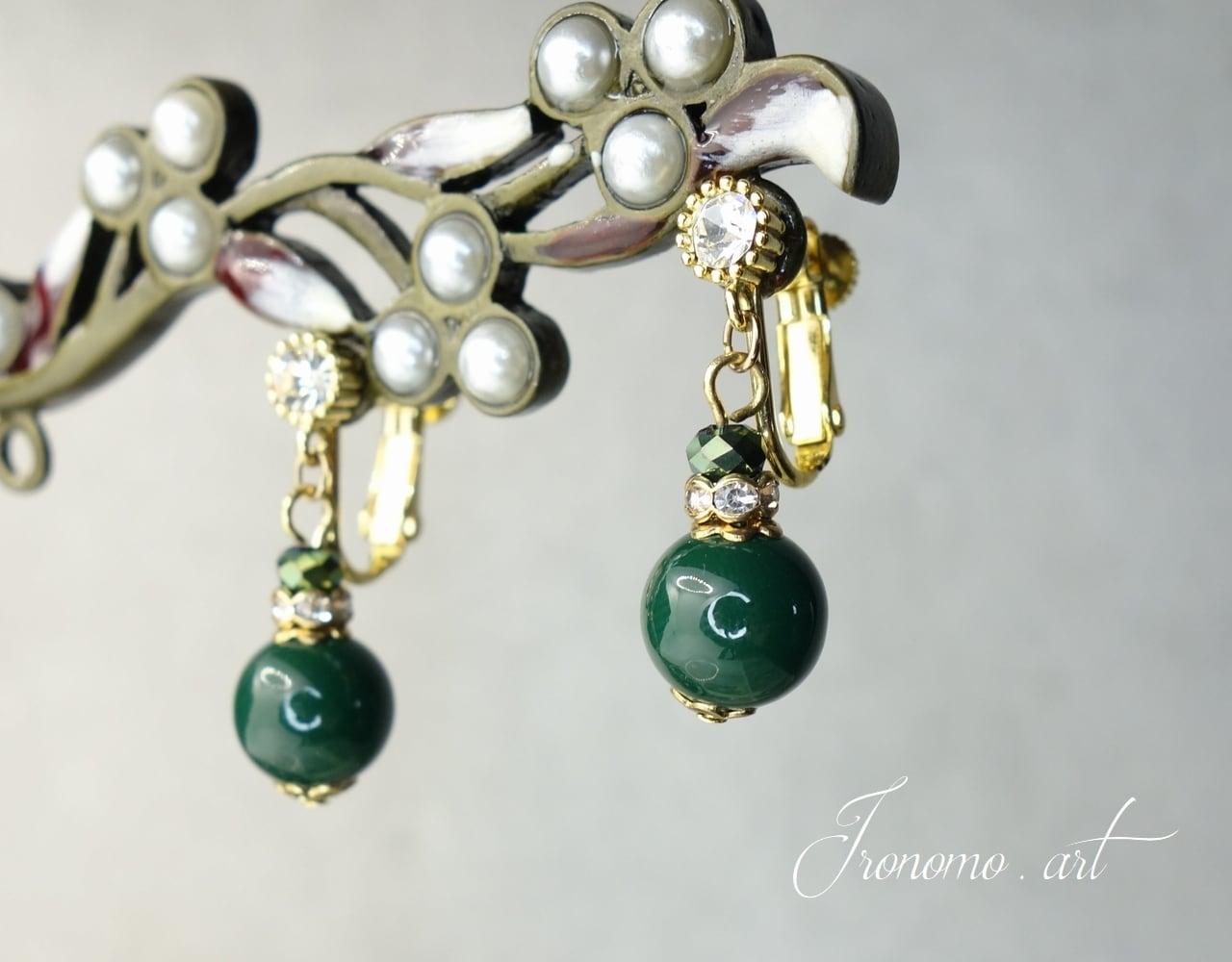 デザインクイヤリング~深緑の珠~【グリーン】