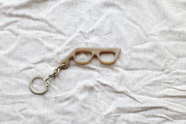 【フランス】メガネのキーホルダー/MACAUDIRE-AUDRY-AMBERT
