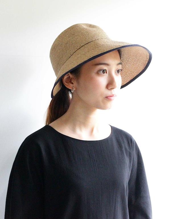 つばを広くデザインした帽子(サンバイザータイプ)