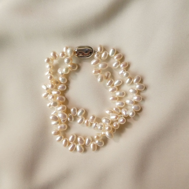the knit + vintage collection: the pearl necklace edition 1:10