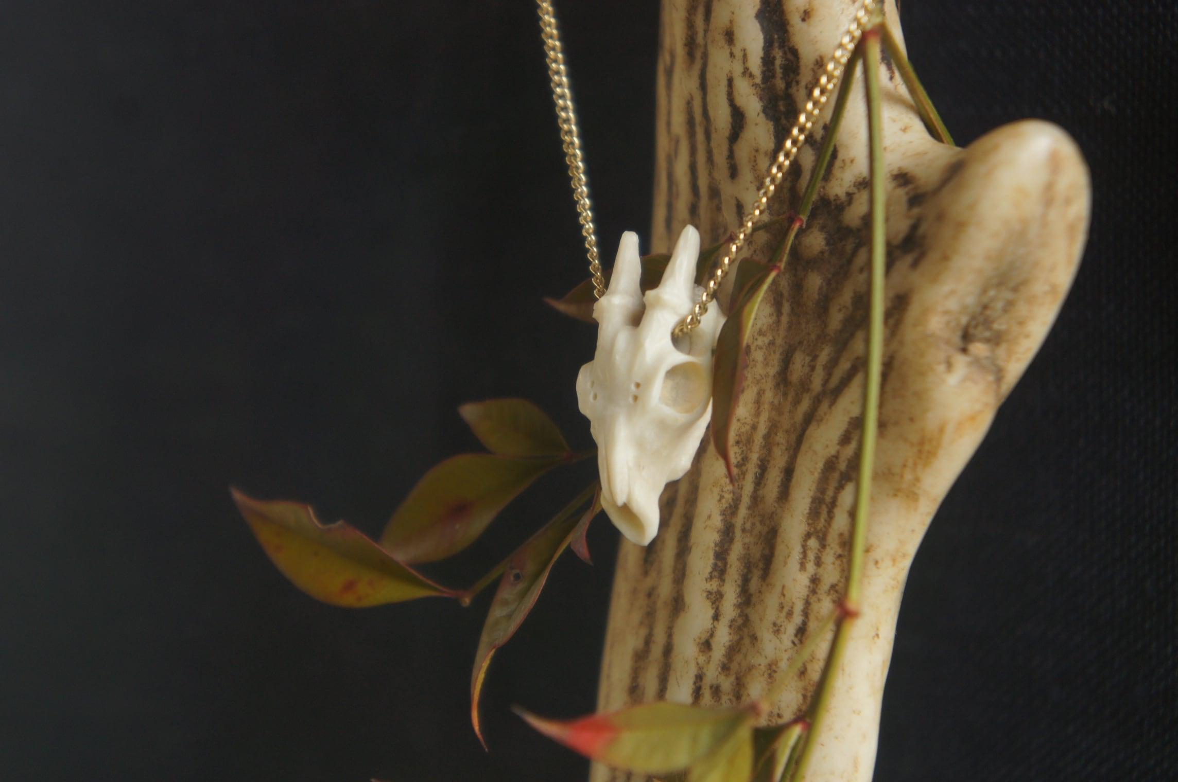 鹿角製鹿頭骨「拝」ネックレス