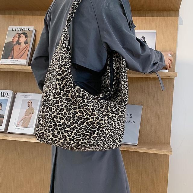 Animal pattern shoulder bag KRE1004