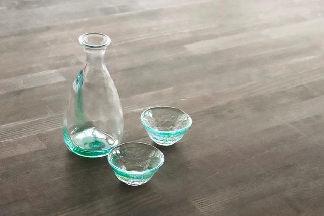 【SP3S30-10】『和ガラス』『手作りのガラス徳利』 『緑』 日本酒 ガラス盃 手作り 風情ある ハンドメイド