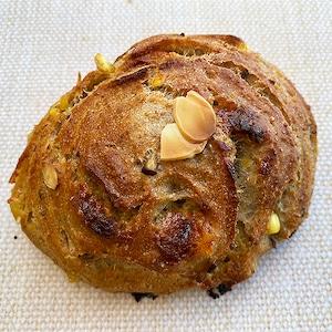 栗とホワイトチョコ•アーモンドのライ麦パン