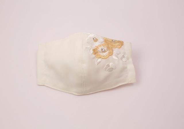 【振袖・留袖マスク】チャーム付き・刺繍マスク- KOTOHOGI(m04104)