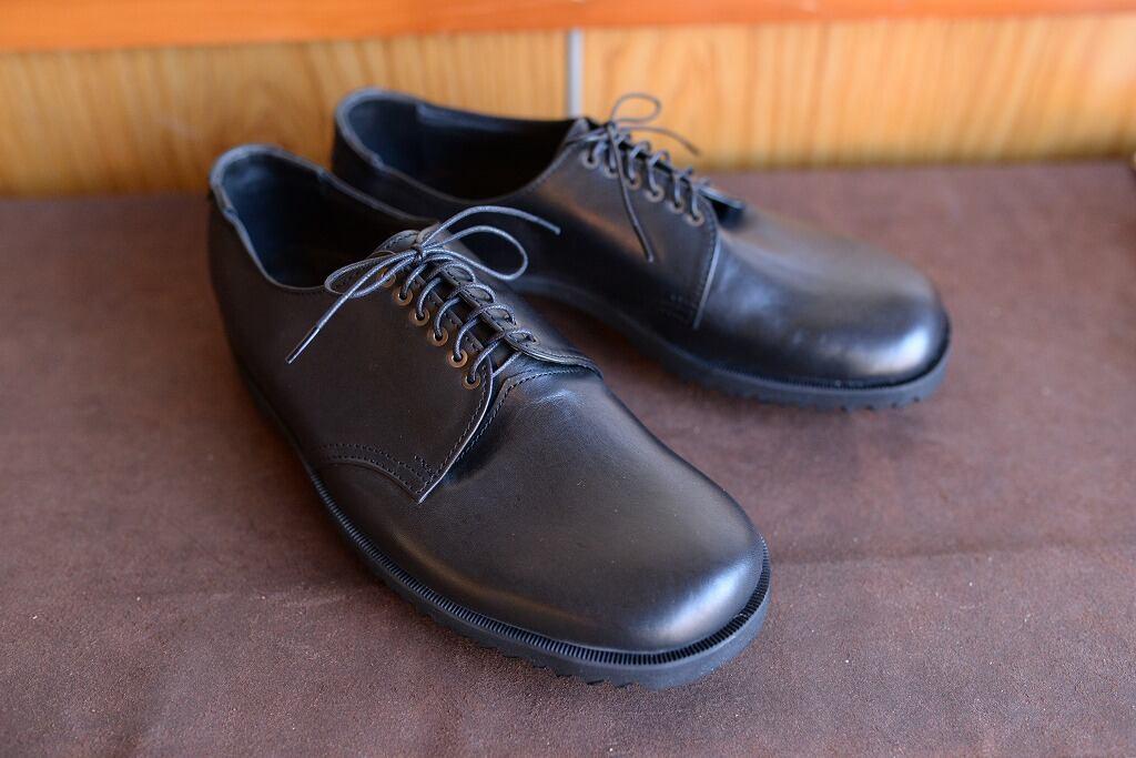 黒いキップ(牛革)を使った革靴